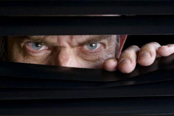 espiar pela janela