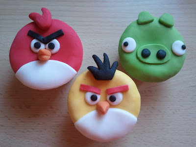 Angry birds cupcakes fondant