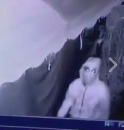 كاميرا ترصد لصا ملثما داخل إحدى الفيلات بمدينة برشيد