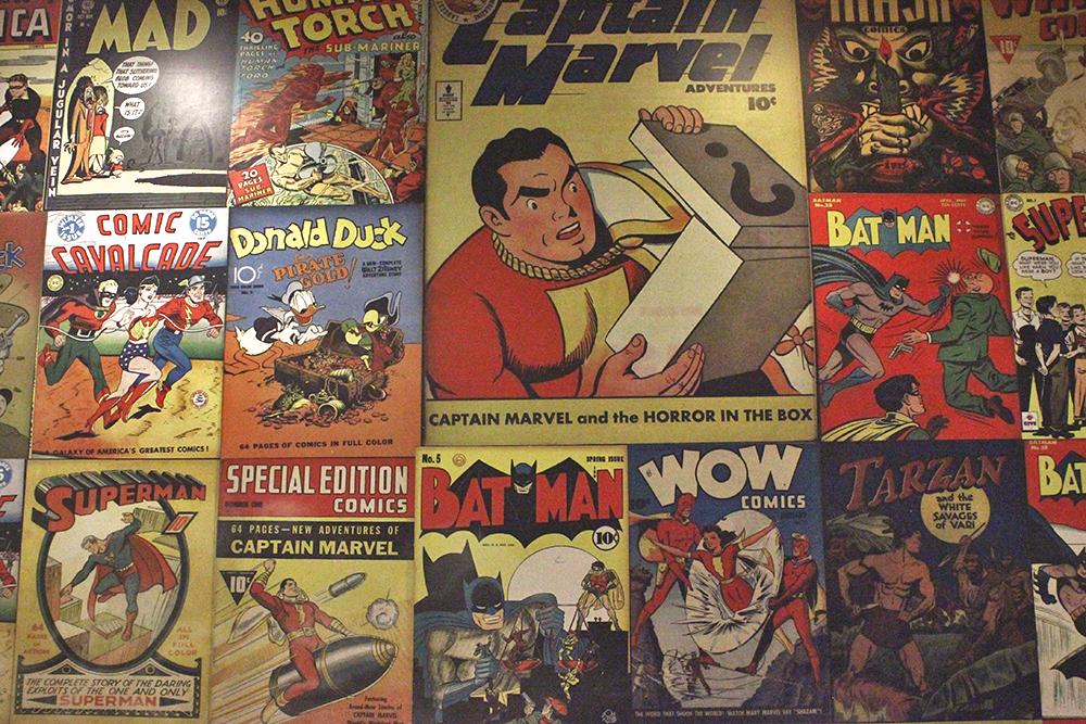 parede capa quadrinhos antigos