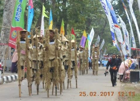 Ribuan Pengunjung Saksikan Festival Egrang