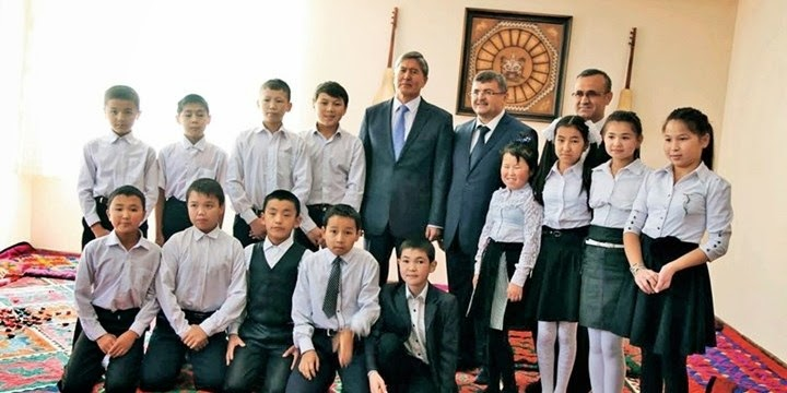 Kyrgyz President Atambayev with students of Togolok Moldo School