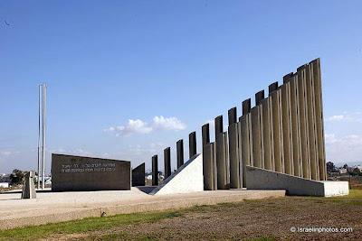 ישראל בתמונות: רמלה, אנדרטה לחללי האצל שנפלו ב-1948
