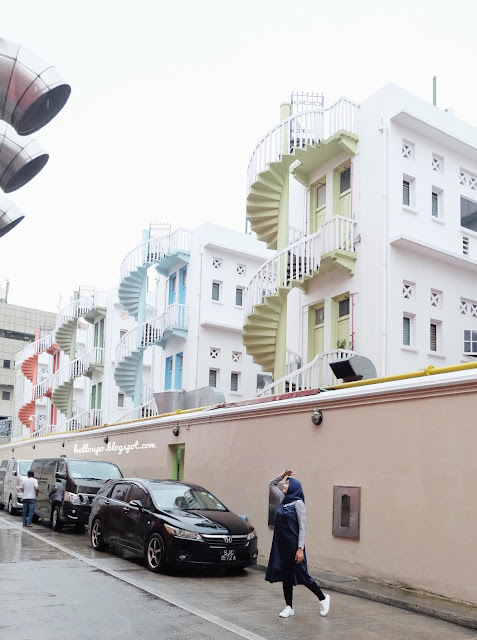 tangga pastel di bugis street singapore