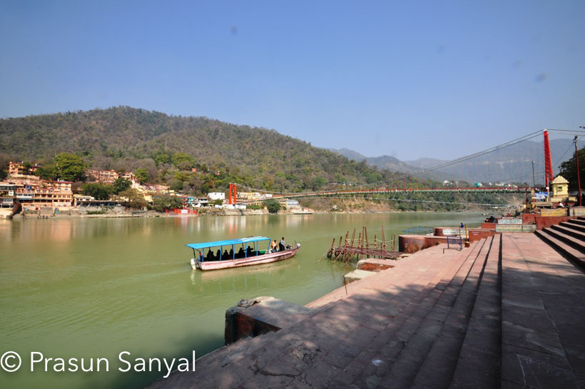 Haridwar has numerous places to visit.  Since it is a mythological city and is a land of sadhus, Haridwar has innumerable temples dedicated to Hindu Gods, numerous meditation centres or ashrams.    The city is a paradise for nature lovers as it is situated along the river Ganga and at the bottom of mountains. Hence the city offers natural as well as religious sightseeing.