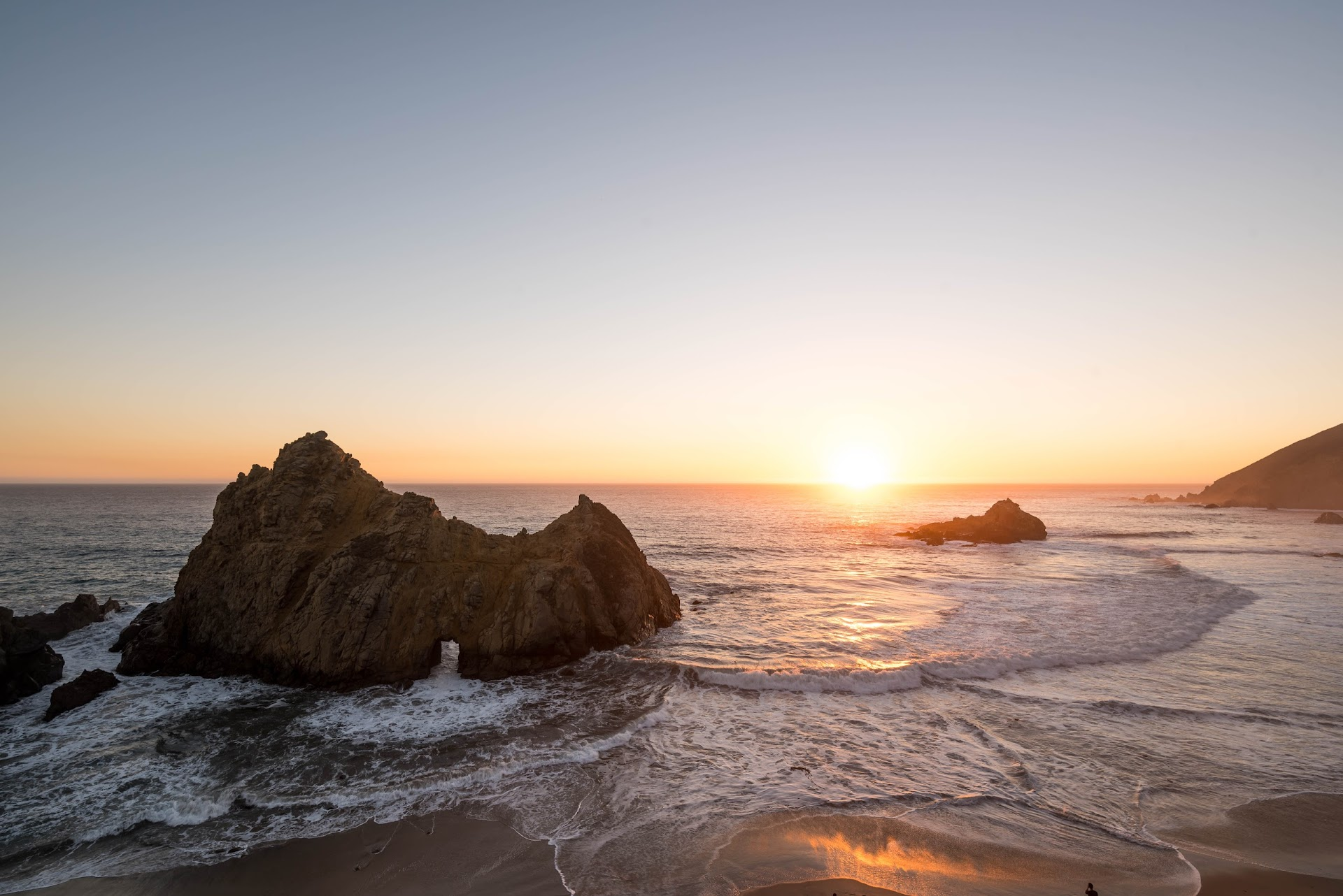 pfeiffer beach, sunset, big sur, monterey county, see monterey, photography, california travel blogger, central coast, travel tips, itinerary, weekend road trip, san francisco bay area blogger, big sur beach, landscape photography, where to get the best photo at pfeiffer beach