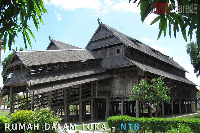 rumah adat dalam loka NTB