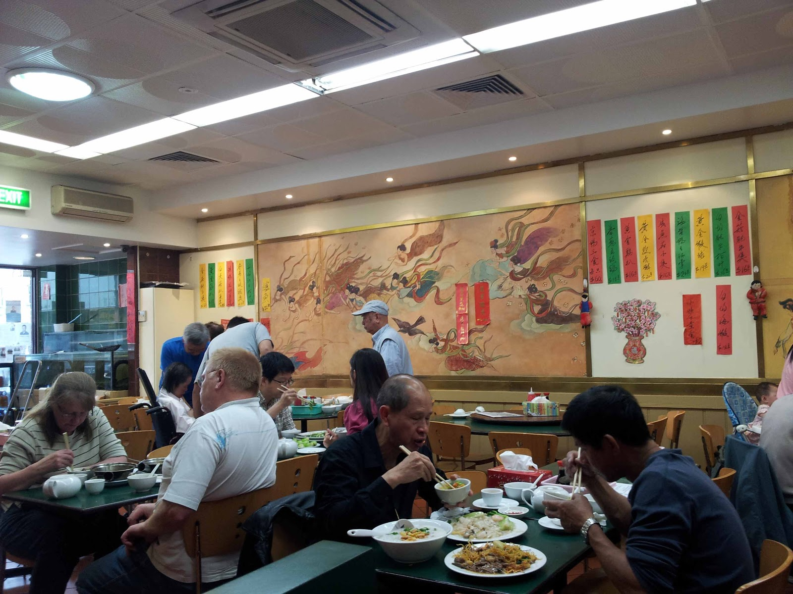 Busy Chinese restaurant