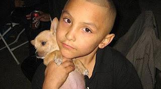 Δεν το χωράει ανθρώπου νους: Βασάνισε μέχρι θανάτου τον 8χρονο γιο της φίλης του επειδή πίστευε ότι ήταν...