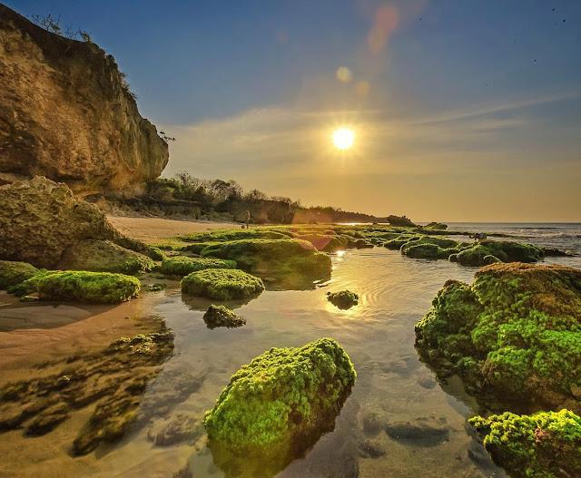 Indahnya Sunset di Pantai Tegalwangi Jimbaran