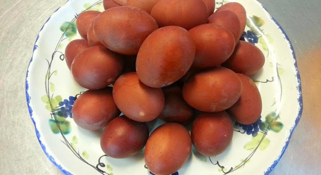 Le uova rosse a Ischia