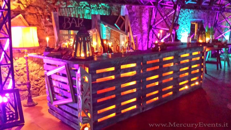 Motartis pallet tra arredo e design for Arredamento da bar