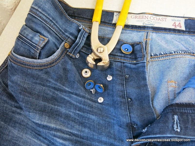 pantalón-vaquero-con-botones-metálicos