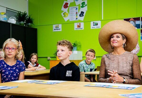 The purpose of the course is to teach children the principles of artificial intelligence. Queen Maxima wore lace dress by Natan