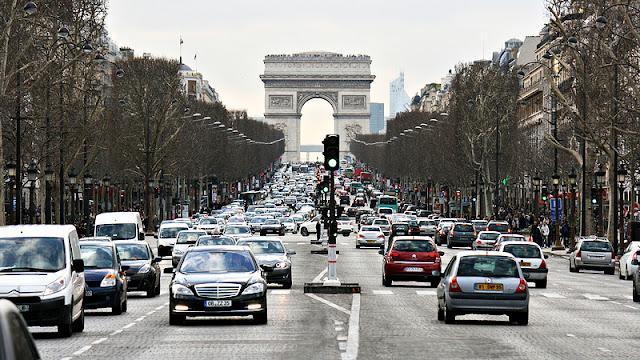 Como dirigir em Paris