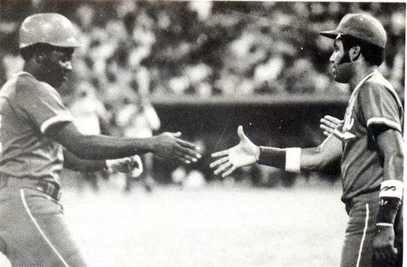 Víctor fue un peloterazo de la gorra a los spikes., pero cuando jugaban juntos, Casanova siempre era tercero y cuarto bate