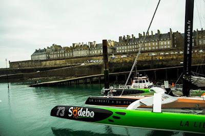Sodebo Ultim au pied des remparts de Saint Malo pour The Transat.