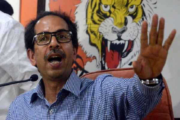 Uddhav Thackeray blows hot and cold at BJP in Dussehra rally