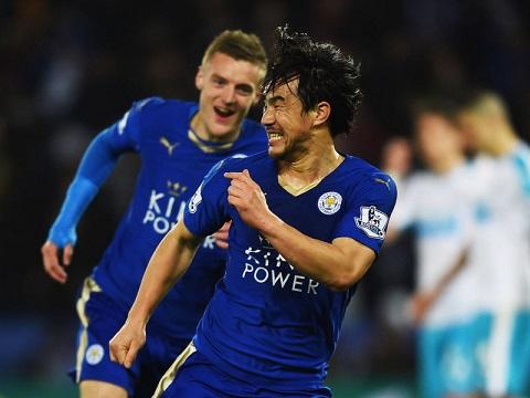 Shinji Okazaki hiện chơi cho CLB Leicester ở giải Ngoại hạng Anh