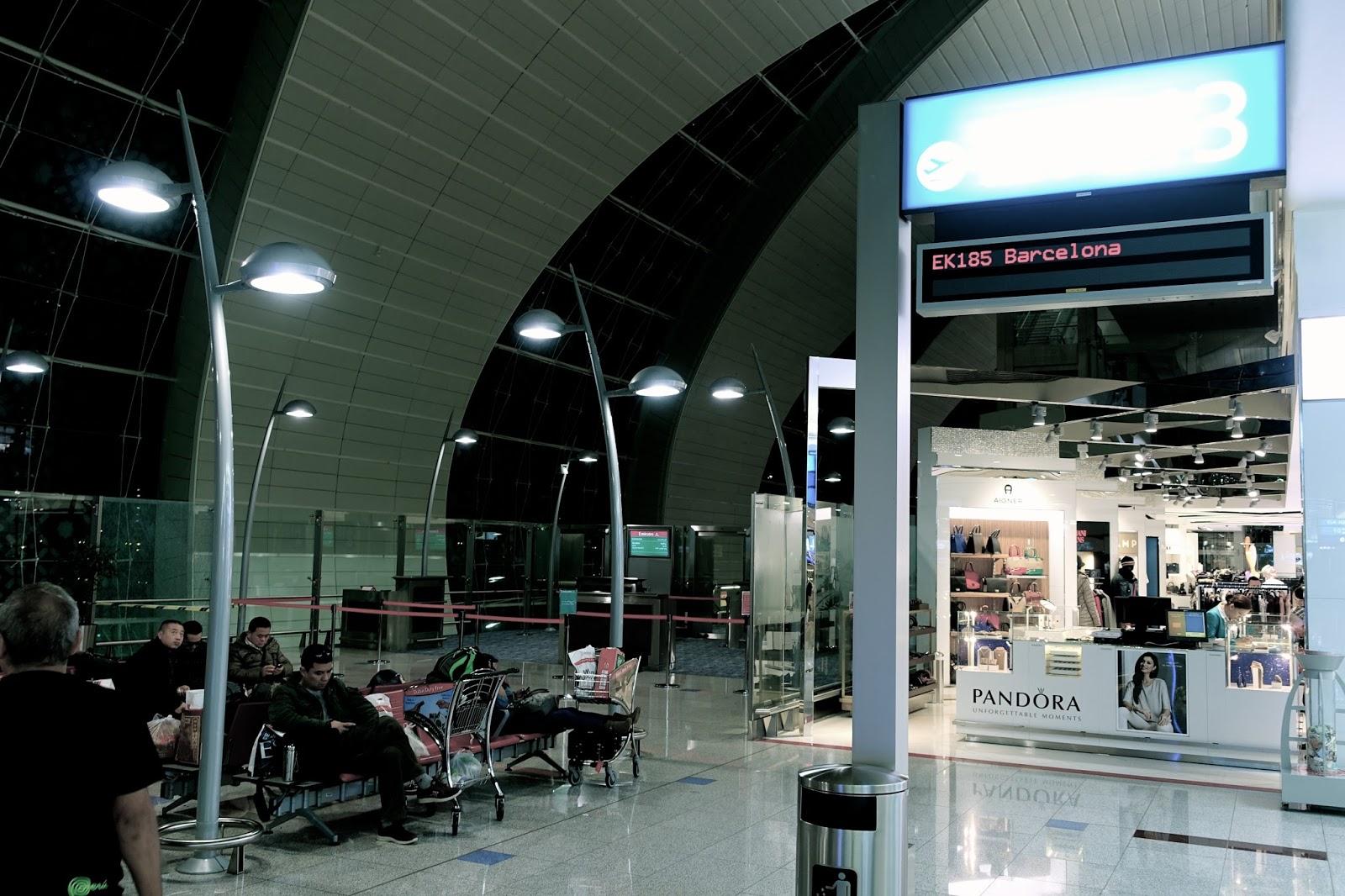 ドバイ国際空港・バルセロナ行き近くの待合いスペース(第3ターミナル)