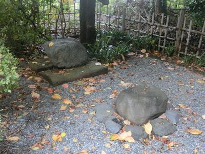 八幡神社対面石
