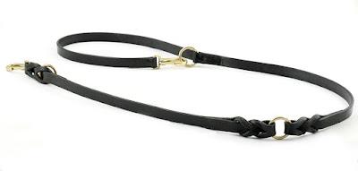 Guinzaglio regolabile di manifattura artigianale in cuoio nero con intrecci, anelli e moschettoni in ottone