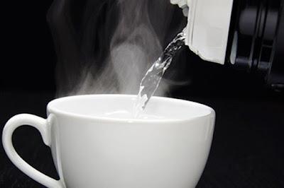 Manfaat Minum Air Putih Hangat Pada Pagi Hari