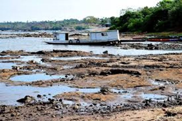 Pedrais surgem no Rio Tocantin e inviabilizam a navegação