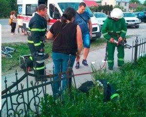 В Тернопільській області хлопчик проткнув обличчя арматурою
