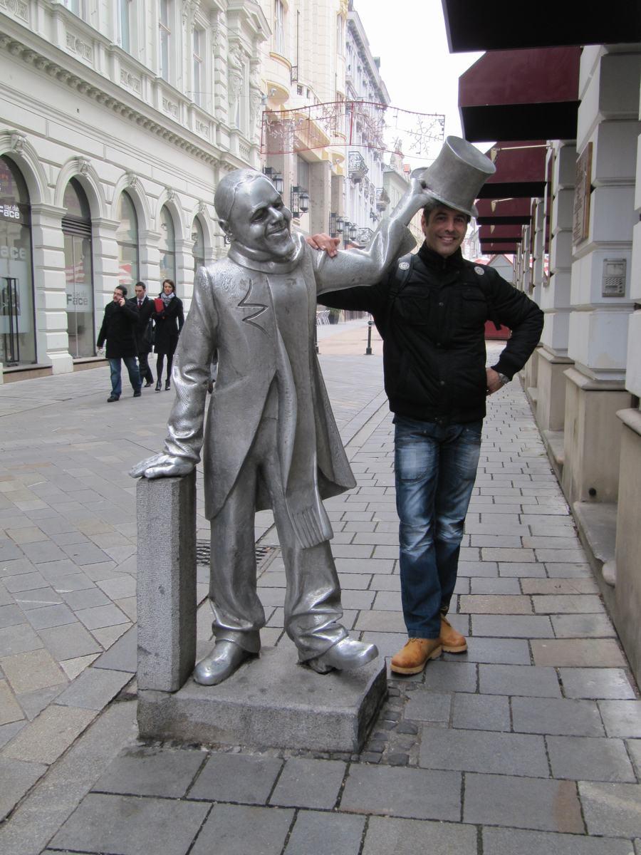 el bello Ignaz, estatuas de bratislava, estatua del sombrero de copa