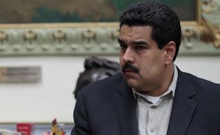Maduro mirando de costado