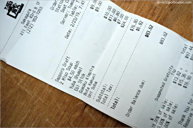Cuenta de Nuestra Cena en el Restaurante Sakagura de Nueva York