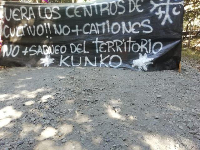 Impiden tránsito de camiones en Ruta U22 en Quilacahuín