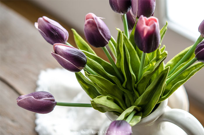 Simple tips for adding a fresh spring touch to your home, plus a few favorite decor finds.   #spring #decor #andersonandgrant