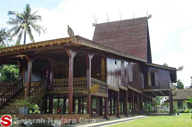 Gambar Rumah adat mewah Kalimantan Selatan