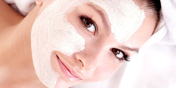 khususnya perempuan ialah mempunyai kulit wajah yang putih dan bercahaya Cara Memutihkan Wajah dengan Biaya Murah yang Aman