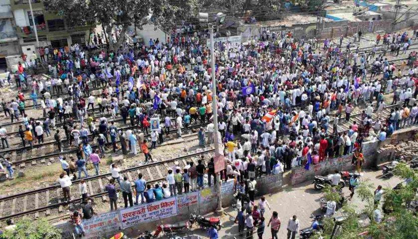 Close-on-the-SC-ST-Act-About-100-trains-affected-in-country-एससी-एसटी एक्ट पर भारत बंद: देशभर में करीब 100 ट्रेनें प्रभावित