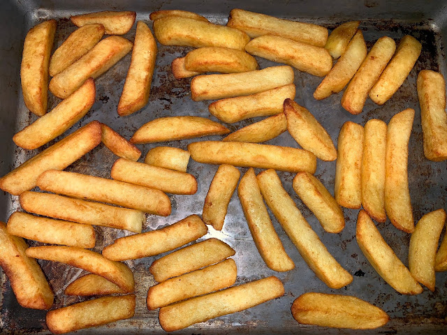 A tray of cooked oven chips evenly cooked