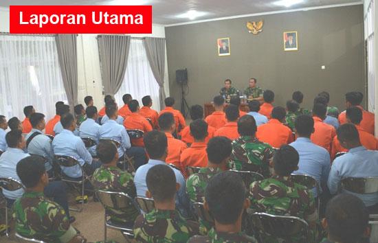 BRIEFING : Saat berlamgsungnya Exit Briefing Danwing Udara 7 Lanud Supadio.  Foto Kapentak TNI AU SUpadio