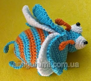 http://translate.googleusercontent.com/translate_c?depth=1&hl=es&rurl=translate.google.es&sl=ru&tl=es&u=http://amigurumi.com.ua/pattern/36-dlya-novichkov/122-zhuk-veselchak2&usg=ALkJrhjXDSmjFV09PZyChpd9Qmc8GFpalg