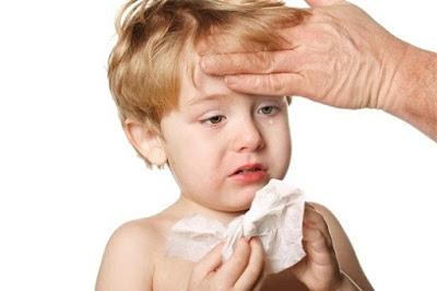 Trẻ mắc viêm mũi họng vào mùa lạnh: Không nên coi thường