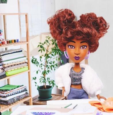 Izzy Snapstar doll