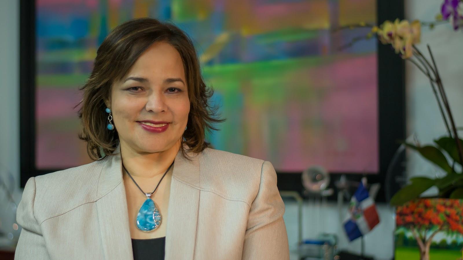 En 2017, más de 6 mil millones de pesos se otorgaron a mujeres dominicanas en contratos