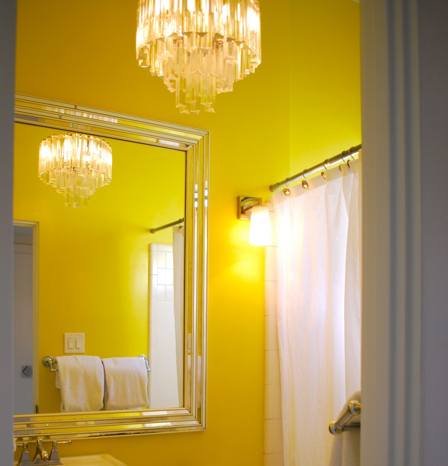Bathroom Walls Sweating Yellow: Travelmoon: Palm Springs Hollywood Glam Home Tour