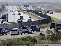 Liburan Pakai Mobil, Jangan Lupa Jaga Jarak Aman Berkendara