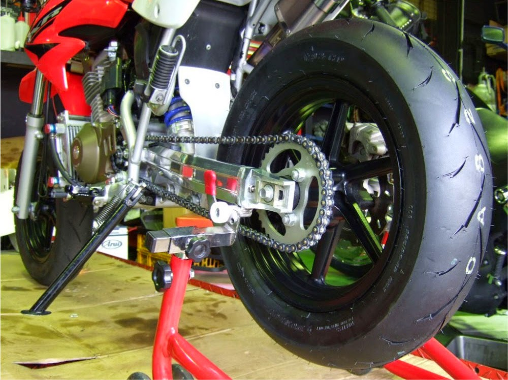 XR100モタード リヤタイヤ+チェーン+スプロケット交換