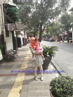 Epi Friezta Dewi Hasibuan & Clarissa - Jalan Braga Bandung
