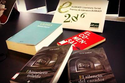 2016ko Euskadi sariak Leioako liburutegiaren erakusmahaian