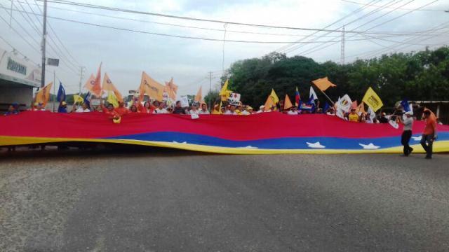 perijaneros-se-unen-a-la-ola-de-protestas-contra-el-gobierno-de-maduro-fotos