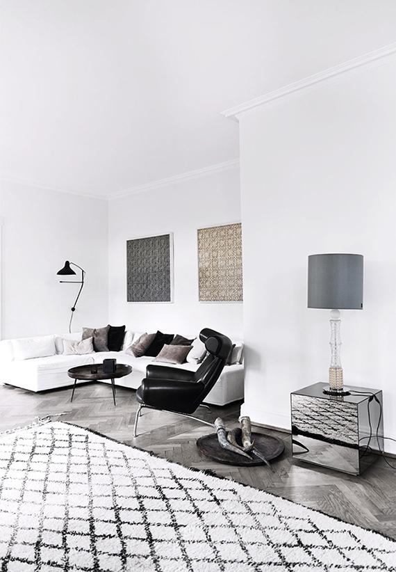 Eclectic scandinavian livinf room | Image by Birgitta Wolfgang via Bo Bedre